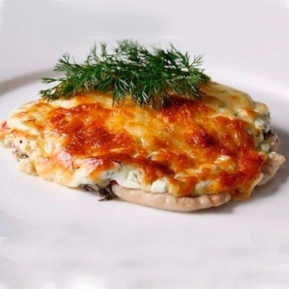 Окорочка в духовке с помидорами и сыром
